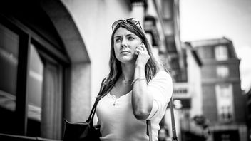 At the phone - Dublin, Ireland - Black and white street photography - бесплатный image #325861