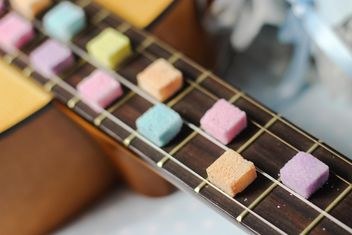 Sugarcubes on guitar fretboard - image gratuit #326521