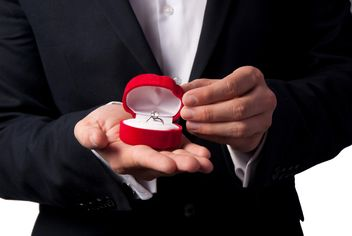 Wedding ring in man's hands - image #326561 gratis