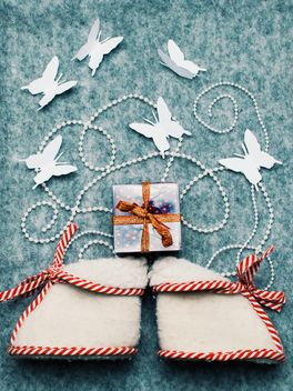 Tiny boots, gift and butterflies - image gratuit #327281
