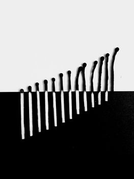 Matches on black and white background - image gratuit #328171