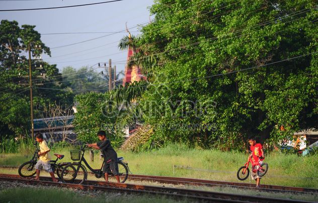 Children walking with their bicycles - Free image #330331