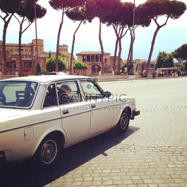 White Volvo car in Rome - image gratuit #331071