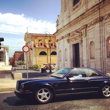 Bentley car on street of Rome - Kostenloses image #331191