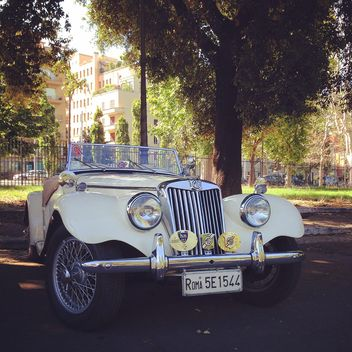 Retro white MG Car - image gratuit #331301