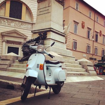 Vespa scooter on street - image gratuit #331471
