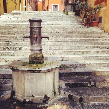 Old fountain and stairs in the city of Rome, Italy - Kostenloses image #331801
