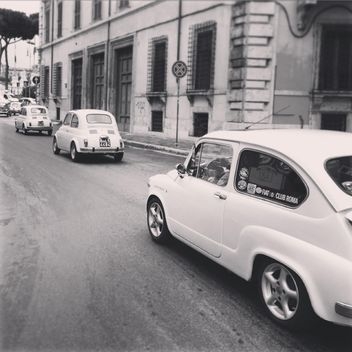 Old Fiat cars on road - image #331841 gratis