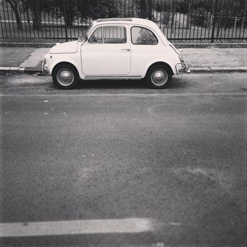 Fiat 500 on the road - image gratuit #331931