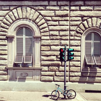 Bicycle and traffic lights near house in Florence - бесплатный image #332031