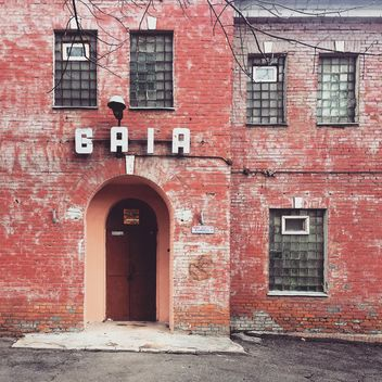 Red brick house with Baia sign - image #332071 gratis