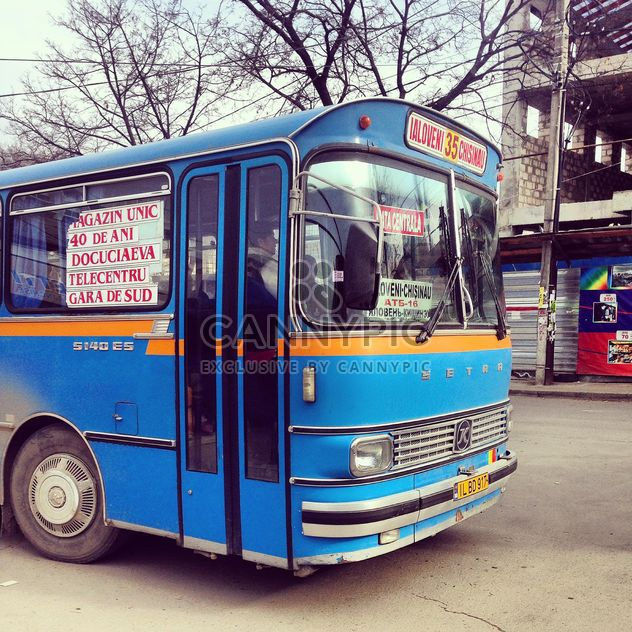 Blue bus on the street - бесплатный image #332091