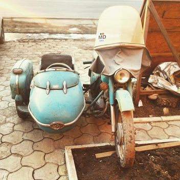 Old motorcycle in street - image #332121 gratis