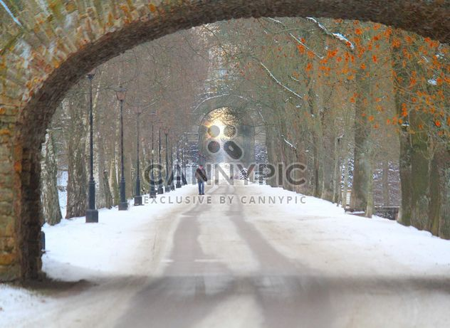 Man walking down the road with tunnels - image gratuit #332801