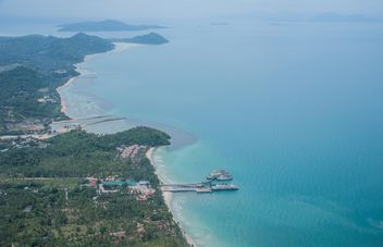 Blue sea of Nopparat beach,Krabi - Kostenloses image #333141