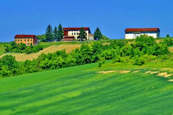 group of houses in the countryside - Kostenloses image #333701