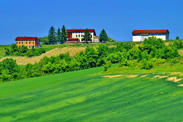 group of houses in the countryside - image #333701 gratis