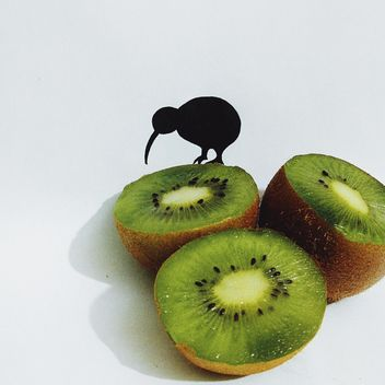 Paper kiwi bird on half of kiwi fruit - бесплатный image #337481
