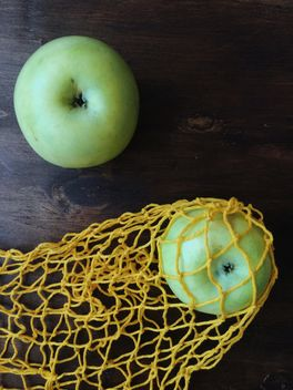Green apples in string bag - image gratuit #337861