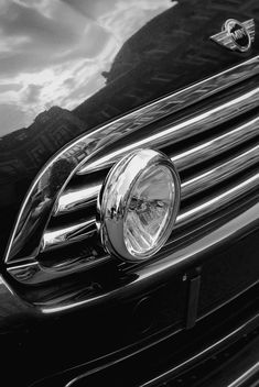 Headlight of Mini Cooper closeup - image gratuit #339141