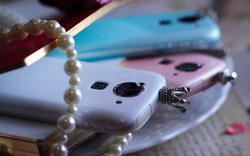 Colorful smartphones decorated with pearls - image gratuit #341471