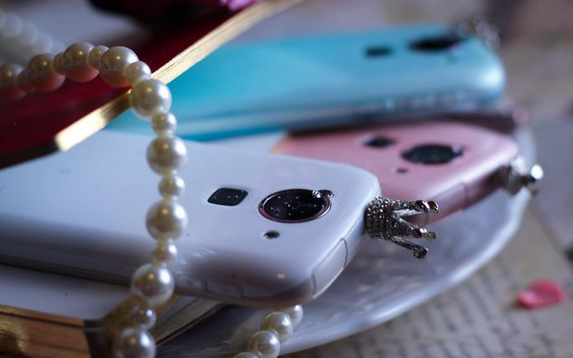 Colorful smartphones decorated with pearls - бесплатный image #341471