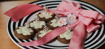 clover cookies decorated with flowers and ribbons - image gratuit #342121