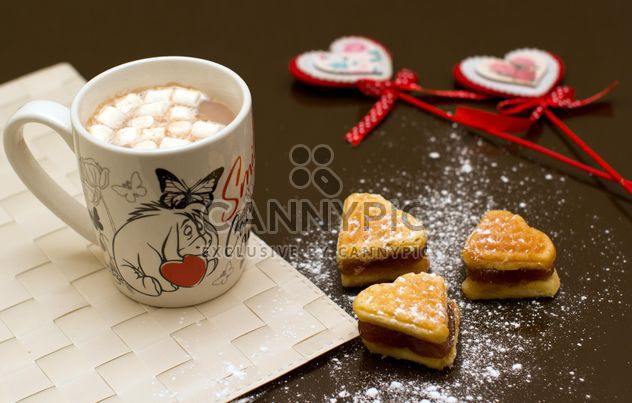 A delicious breakfast with waffles and cocoa - image #342581 gratis