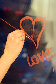 drawing hearts on the window - image #342871 gratis
