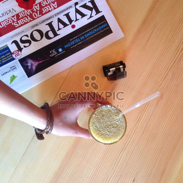 Kyivpost newspaper and a glass of juice - бесплатный image #343521