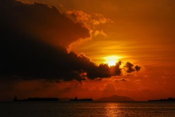 Dark orange sunset - image gratuit #344111