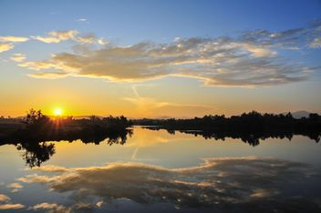 Morning sunrise on a lake - image #344231 gratis