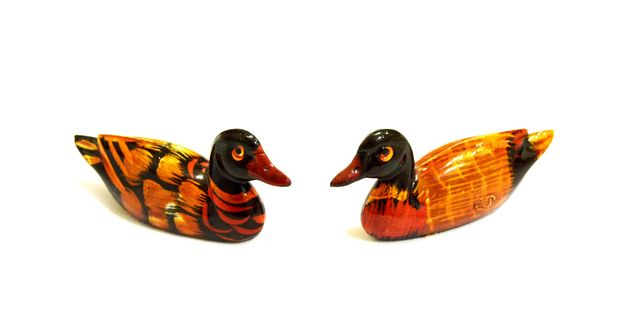 Two decorative ducks on white background - image #346601 gratis