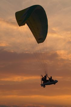 Flying paramotor in sky at sunset - бесплатный image #347021