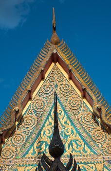 Thai temple against blue sky - бесплатный image #347191