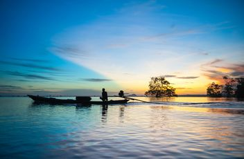 Fisherman in boat on sea in morning - image gratuit #347711