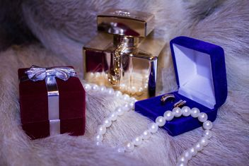 Perfume, pearl beads and earrings on fur - бесплатный image #348951
