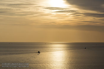 Sunset with fishing boats & palm. Phuket, cape Promthep - бесплатный image #411351
