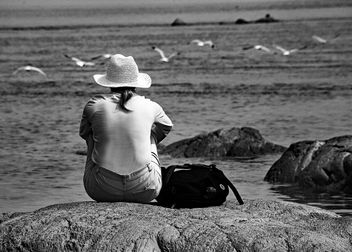 Woman Watching Seagulls - image #411851 gratis