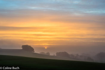 Sunrise in the mist - image #413131 gratis