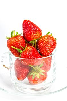 Sweet strawberries in cup - image #428781 gratis