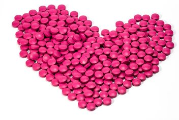 Heart shaped of pills - Free image #439041