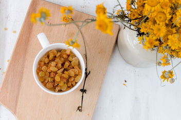 Raisins and flowers - image gratuit #446671