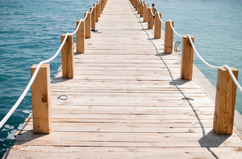 Freedom: Wooden bridge to the sea. - image gratuit #447521