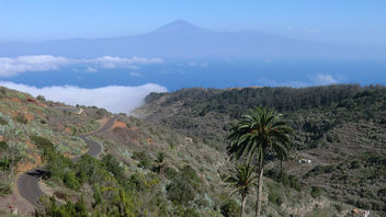 La Gomera (Spain's Canary Islands) - view from Agulo to Pico (Mount) del Teide - Its 3.718 meter / 12,198 ft summit is the highest point above sea level in the canary islands - бесплатный image #449801
