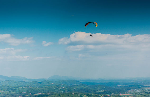 Paraglider high in the sky - Kostenloses image #449831