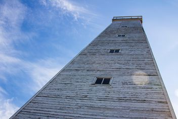 Wooden lighthouse against blue sky - image #452291 gratis