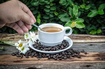 Male hand stirs coffee with spoon - image gratuit #452411