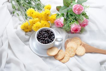Flowers, cookies and cup of coffee beans - image gratuit #452421