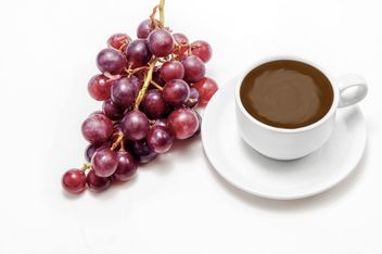 Cup of coffee and bunch of grapes - image #452441 gratis